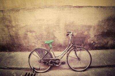 Naklejka stary rower w rustykalnym ulicy we Florencji