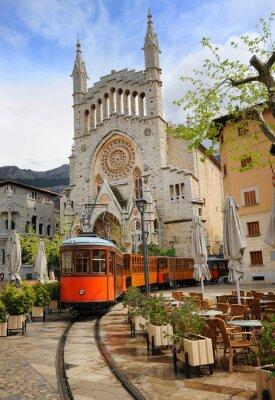 Naklejka Stary tramwaj w przedniej części katedry w Soller, Majorka, Hiszpania