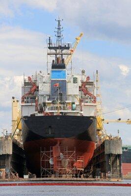 Naklejka Statek na pływającym doku