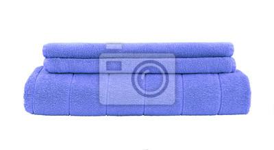 Stos niebieskie ręczniki samodzielnie na białym tle