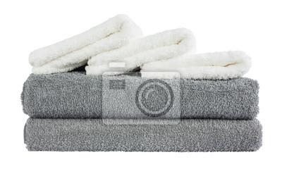Stos szarych i białych ręczników. Pojedynczo na białym tle