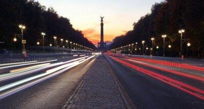 Naklejka Straße des 17. Juni w Berlinie mit Siegessäule