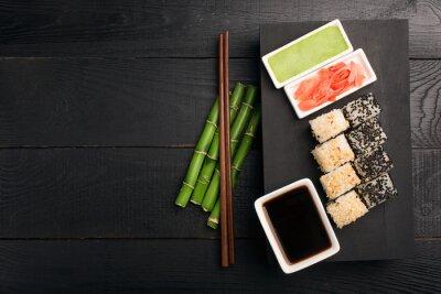 Naklejka Sushi rolki z ryb