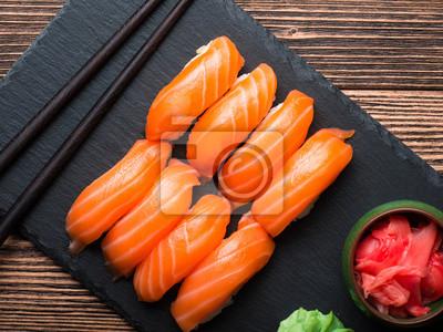 Naklejka Sushi z łososia