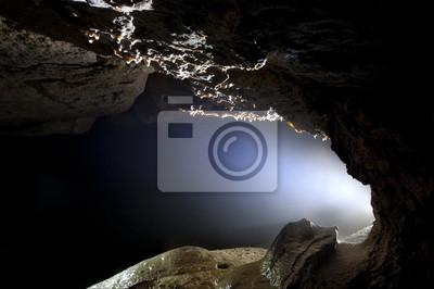 światło w jaskini