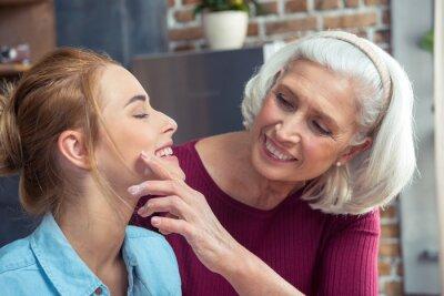 Szczęśliwa babcia i wnuczka
