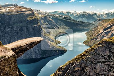 Naklejka Trolltunga Norwegia - turystyka na wakacjach