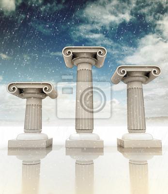 trzy starożytne greckie kolumny Ionian zimowy