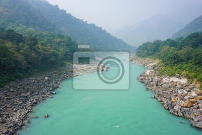 Naklejka Turkusowa rzeka Ganges w Rishikesh, Indie