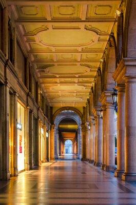 Naklejka Turyn (Torino), typowe pasaże w zabytkowym centrum miasta
