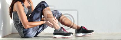 Naklejka Uruchamianie urazów nóg ból sport - biegacz biegacz kobieta boli gospodarstwa bolesne skręconą kostkę mięśni. Kobieta lekkoatletka z bólem stawów lub mięśni i problem uczucie boli panoramę baner.