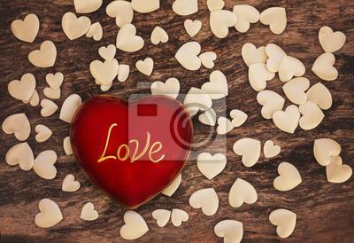 Walentynki czerwone serce na drewnianym tle