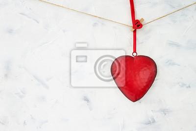 Walentynki-dzień tło. Czerwone serce na białym tle. Skopiuj miejsce