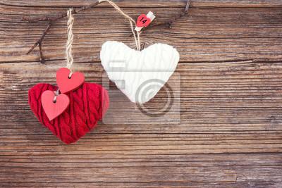 Walentynki kolorowe serca na tle drewnianych. Stonowanych, miękki, miejsca kopiowania