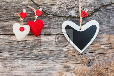 Walentynki tła. Kolorowe serca na tle drewnianych. Kopiowanie miejsca