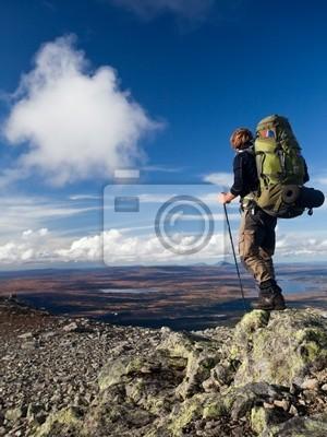 Wanderer auf Trekkingtour w Schweden