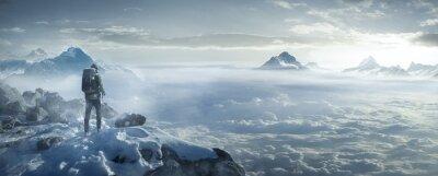 Naklejka Wanderer auf verschneiten Berggipfel