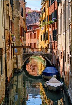Naklejka Wąski kanał ulicy w Wenecji, Włochy