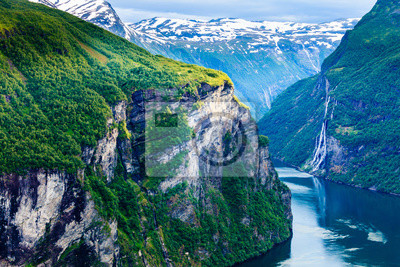 Naklejka Widok na Geirangerfjord z Flydasjuvet punktu widzenia Norwegii