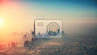 Naklejka Widok z lotu ptaka Dubaj miasto w zmierzchu świetle