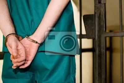 Więzień z kajdanek w komórce, pojęcie przestępstwa