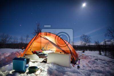 Wintercamping bei Nacht