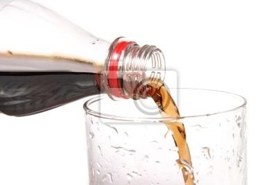 wlać napój do szklanki