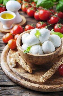 Naklejka Włoska mozzarella z pomidorami i bazylią