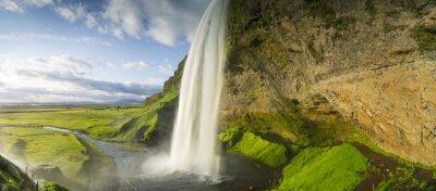 Naklejka Wodospad spada z nieba w Islandii