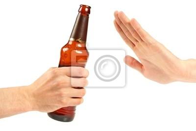 wręczyć odrzuca butelkę piwa