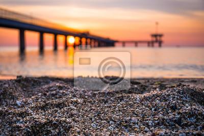 Naklejka Wschód słońca nad mostem morza w zatoce Burgas