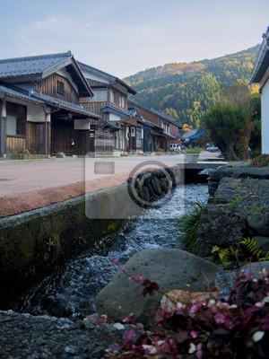 熊 川 宿 を 流 れ る 小川