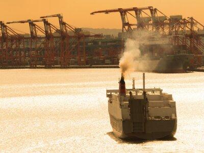 Naklejka 出航 す る 貨物 船