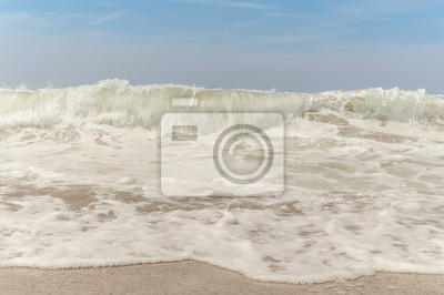 迫 り く る 波