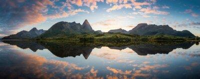 Naklejka Magic Island podczas zachodu słońca, Øksnes, Vesteralen, Norwegia
