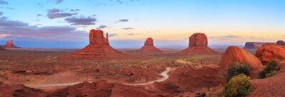 Naklejka Zachód słońca w Monument Valley Navajo Tribal Park w stanie Arizona, Utah, USA