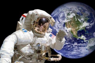 Naklejka Zamknąć z astronautów w przestrzeni kosmicznej, ziemię w tle - elementy tego obrazu są dostępne przez NASA