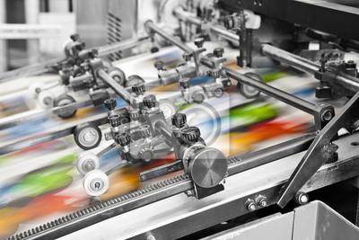 Naklejka Zamknij się z maszyny offsetowej w trakcie produkcji
