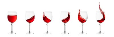 Naklejka zestaw kieliszków z odpryskami wina na białym powrotem