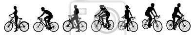 Zestaw rowerzystów jeżdżących na rowerach w sylwetce