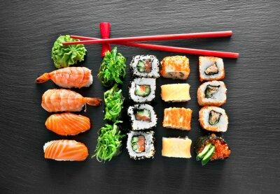 Naklejka Zestaw sushi i pałeczki