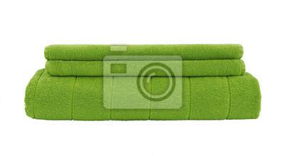 Zielone ręczniki samodzielnie na białym tle