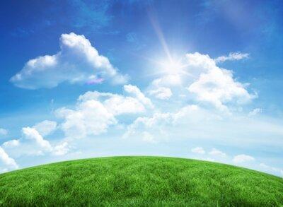 Naklejka Zielone wzgórza pod błękitnym niebem