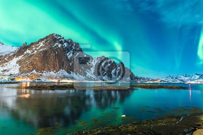 Naklejka Zielony eksplozji światła północnego nad fiordem