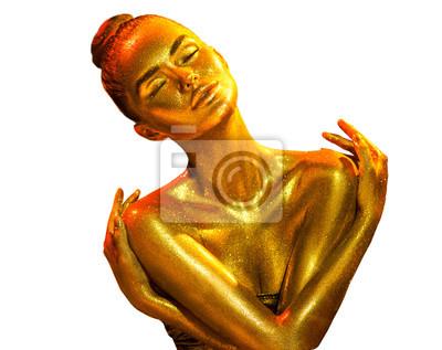 Złoty portret kobiety skóra zbliżenie. Seksowna wzorcowa dziewczyna z wakacyjnym złotym błyszczącym fachowym makeup odizolowywającym na białym tle. Złoty metaliczny korpus
