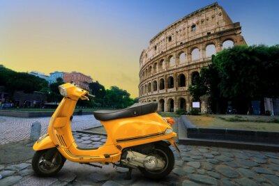 Naklejka Żółty rocznik skuter na tle Koloseum