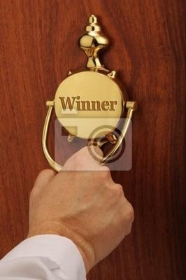 Zwycięzca, puka do drzwi o zwycięzcy.