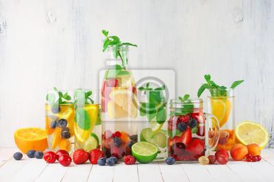 Obraz Aromatyzowana owoce podawać wodę