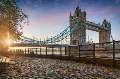 Obraz Basztowy most w Londyn, Zjednoczone Królestwo, podczas złotego wschodu słońca