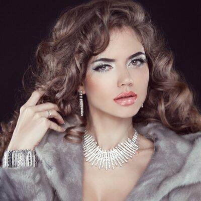 Obraz Biżuteria i moda elegancka dama. Piękna kobieta, ubrana w Lux